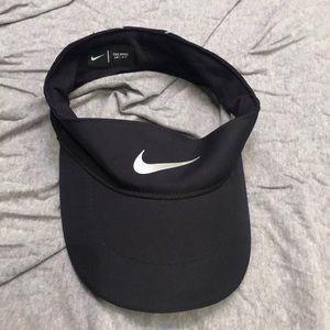 Nike tailwind golf visor